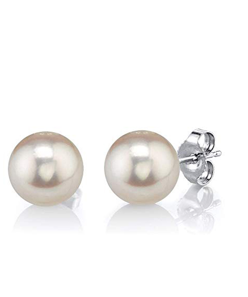 The pearl women earrings
